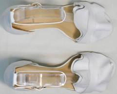 Открытые босоножки на каблуке женские Ari Andano K-0100 White.