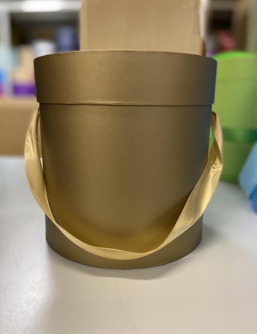 Шляпная коробка эконом вариант 18 см . Цвет: Золотой . Розница 350 рублей .