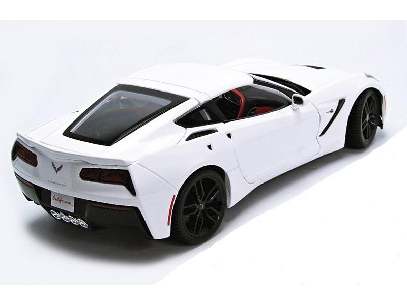 Коллекционная модель Chevrolet Corvette Stingray Z51 Coupe 2014 White Metallic