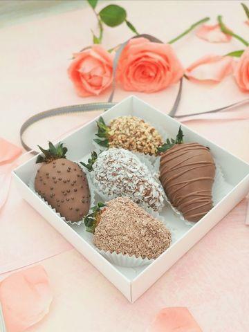Little surprise (клубника в молочном бельгийском шоколаде 5 шт)