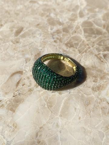 Кольцо Бурлеск из позолоченного серебра с зелеными цирконами