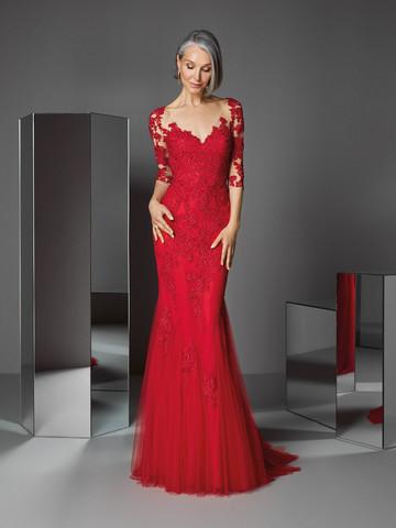 Вечернее платье классическое с эффектным декольте