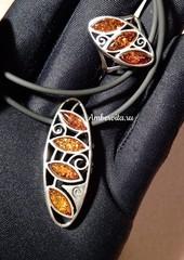 колье янтарь на шнуре