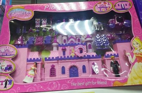 Замок для девочек с башнями