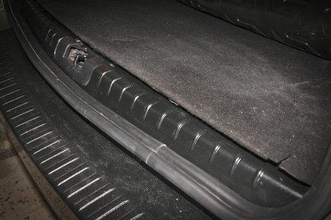 Накладка в проем багажника рено дастер