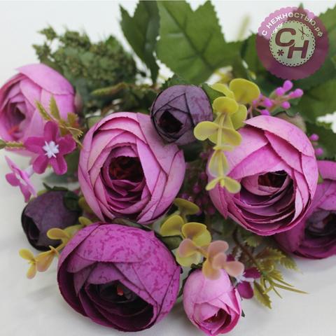 Камелии искусственные матовые с цветочной добавкой, букет 5 веток, 32 см.