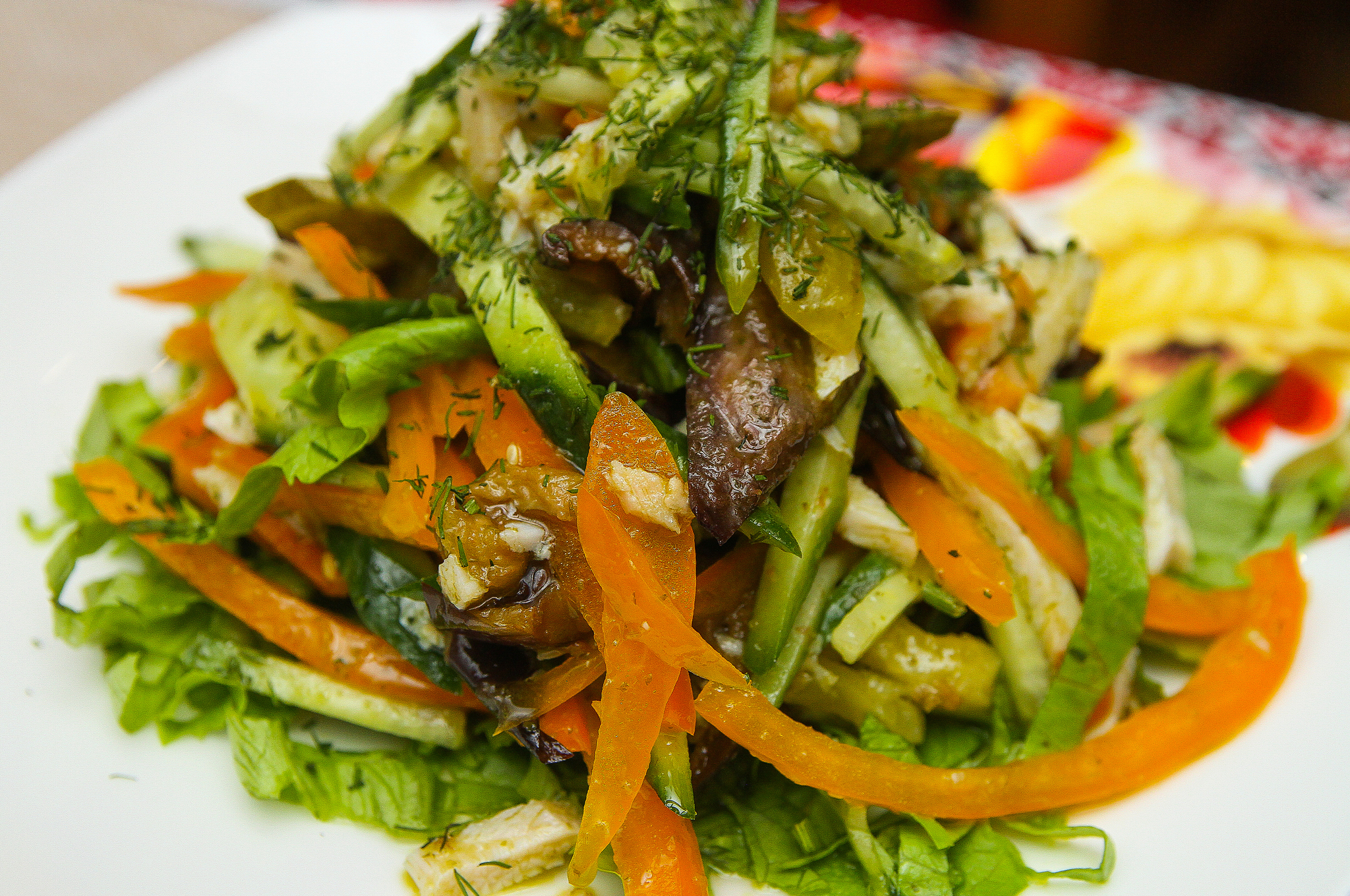 Салат из копченой курицы со сладким болгарским перцем