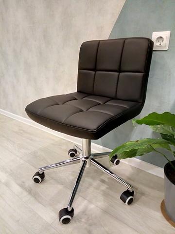 Полубарный стул мастера Paskal (стул для маникюра/косметолога)