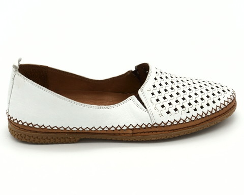 Белые кожаные полуботинки с перфорацией