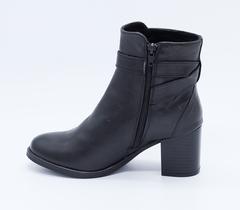 Черные кожаные полусапоги на среднем каблуке