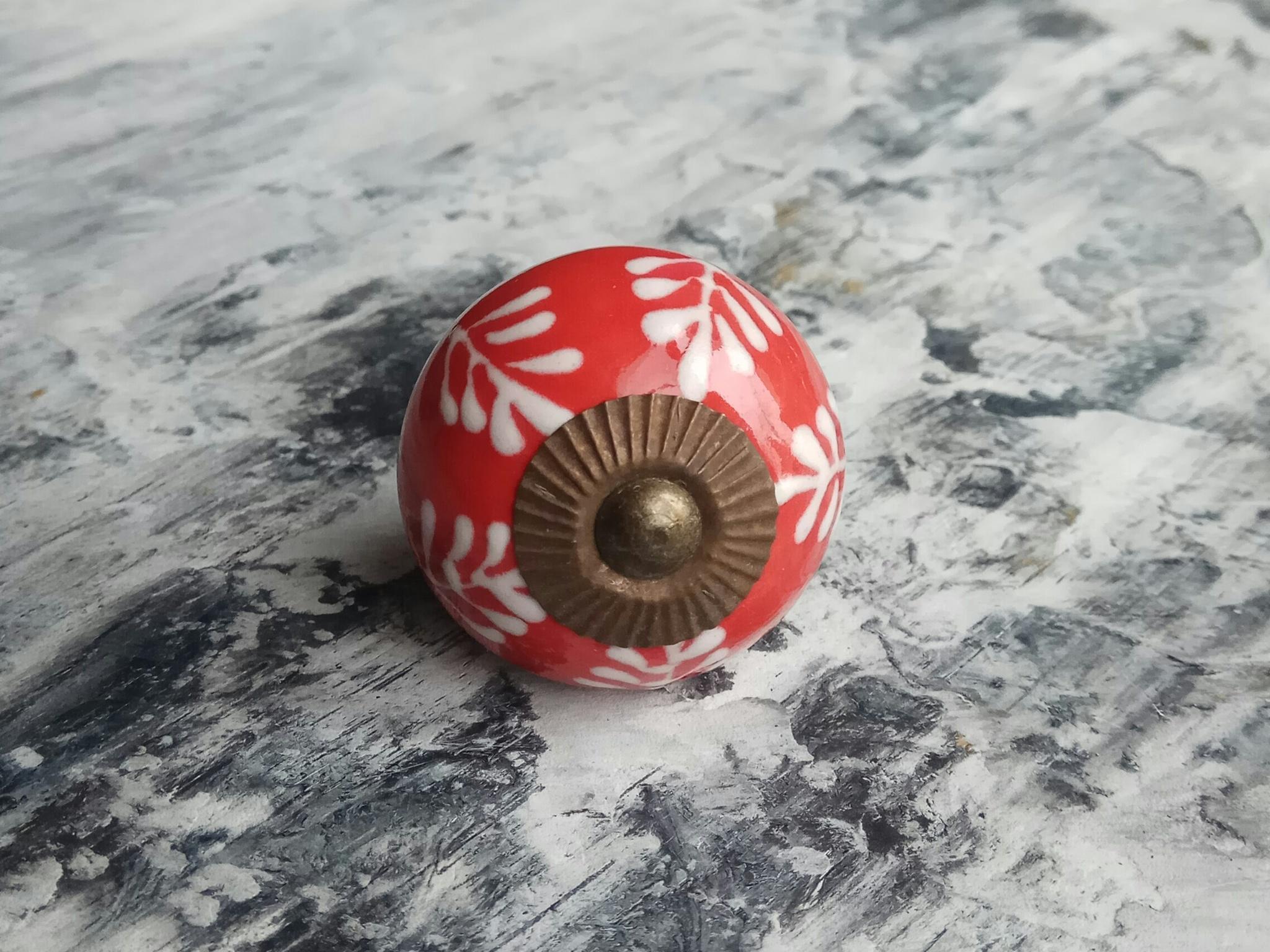 Ручка мебельная керамическая   - красная с белым узором