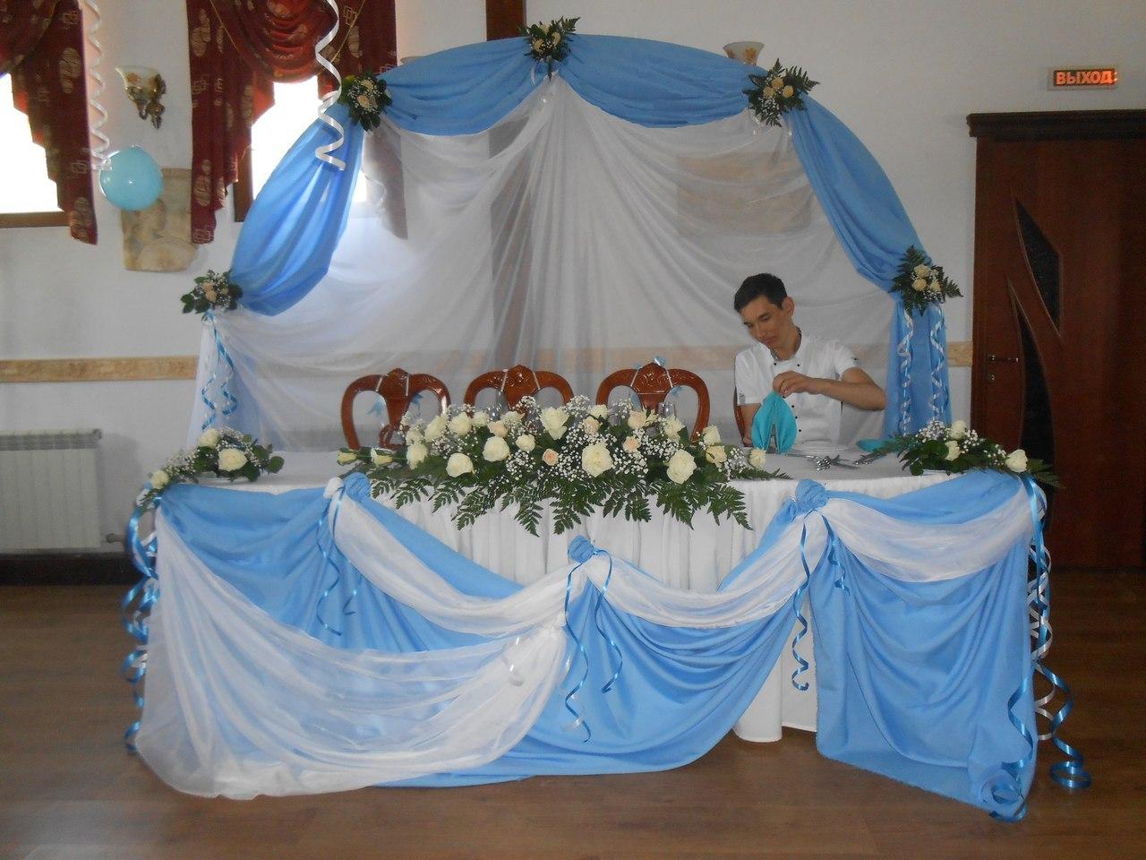 Оформление свадьбы в голубом цвете Алматы. Кафе Греческая таверна по Маречека, арка из живых цветов и такни 45 тыс тг