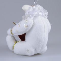Белый медвежонок с сердечком