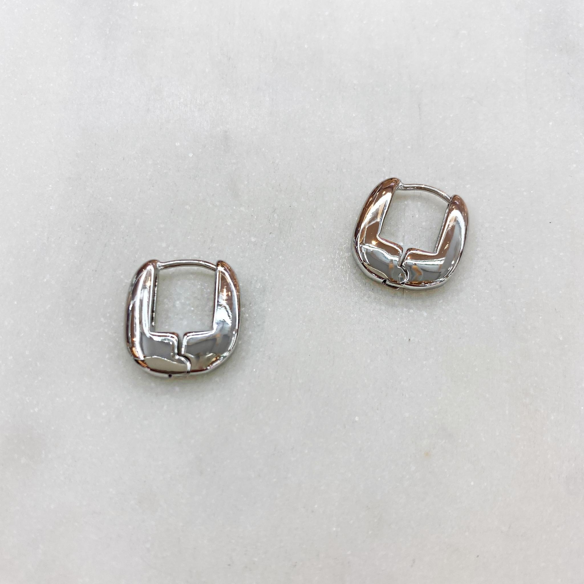 Серьги мини-конго в виде скобочек 1,5 см (серебристый)