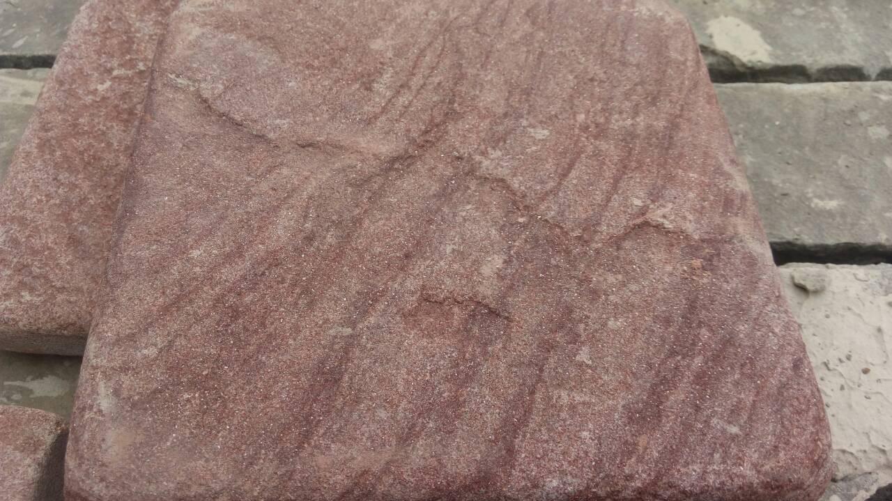 Брусчатка песчаник пилено-галтованный Красный Венге