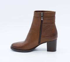 Коричневые кожаные полусапоги на среднем каблуке