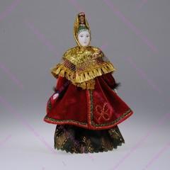 Сувенирная кукла в головном уборе характерном для города Торжка