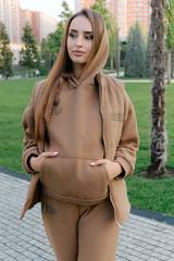 Спортивный костюм-тройка коричневый оптом