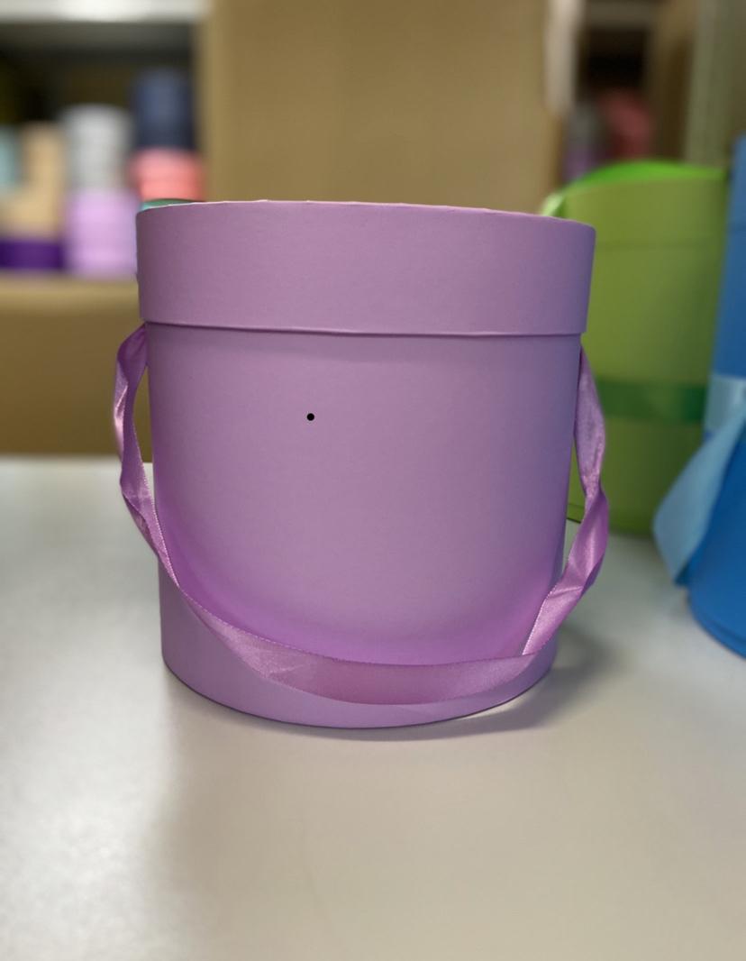 Шляпная коробка эконом вариант 16 см . Цвет: Светло лиловый   . Розница 300  рублей .