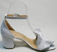 Модные женские босоножки с застежкой на щиколотке Ari Andano K-0100 White.