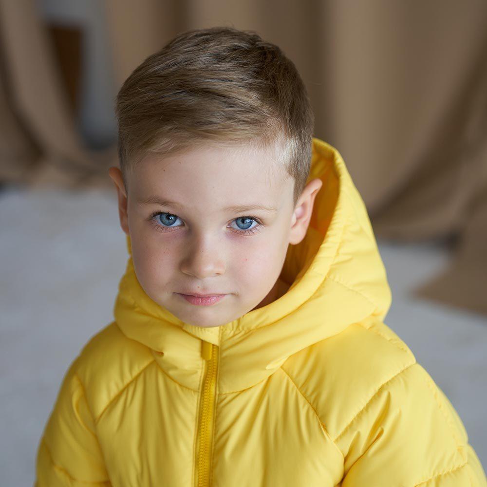 Дитяча подовжена зимова куртка в жовтому кольорі для хлопчика