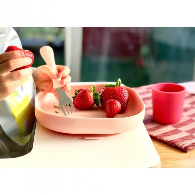 Набор посуды: 2 тарелки, стакан,ложка (4 предмета) из силикона Pink
