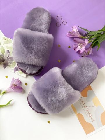 Меховые тапочки сиреневого цвета с цельной шлейкой