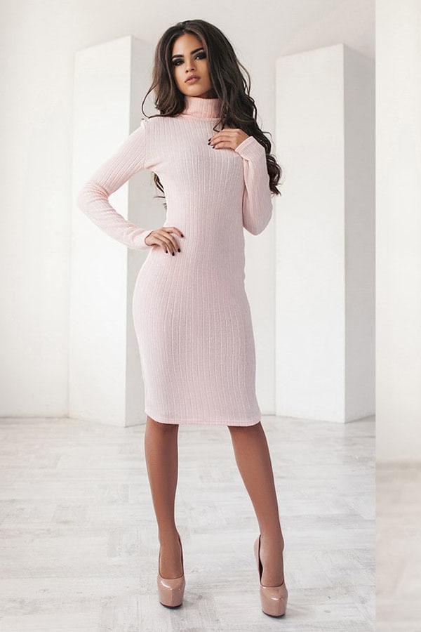 Теплое трикотажное платье миди, пудровое