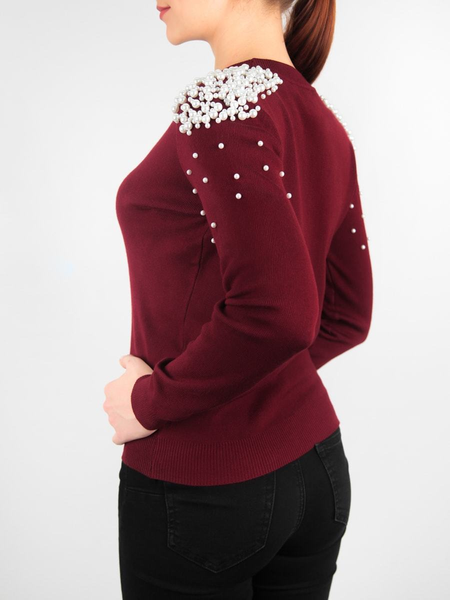 Кофта женская с жемчугом на плечах