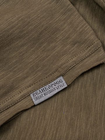 Long-sleeved V-neck pistachio t-shirt