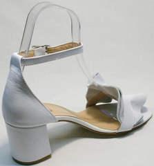 Красивые женские босоножки на каблуке с ремешком на щиколотке Ari Andano K-0100 White.