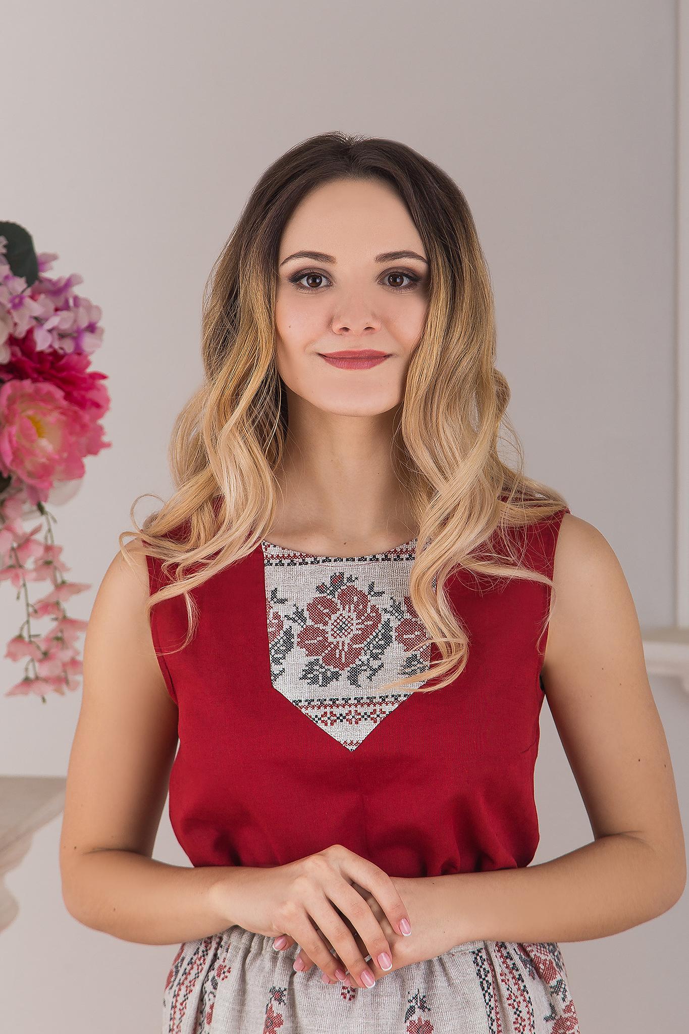 Блуза Червона Рута приближенный фрагмент