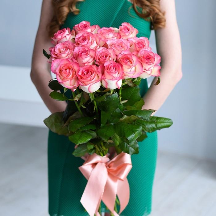 Купить нежный букет 21 бело-розовая роза Джумилия Пермь