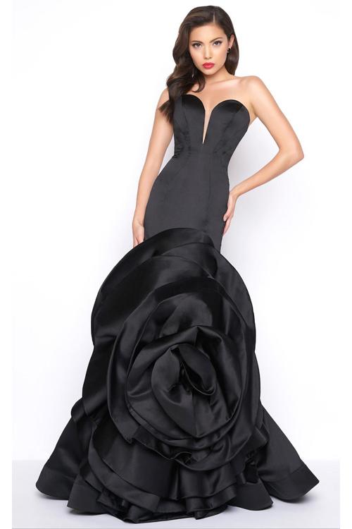 Mac Duggal 85162 Черное платье длинное, облегающее с глубоким декольте, оригинальным большим цветком