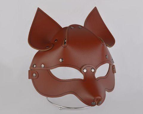 Коричневая кожаная маска