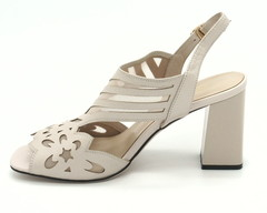 Бежевые босоножки на устойчивом каблуке