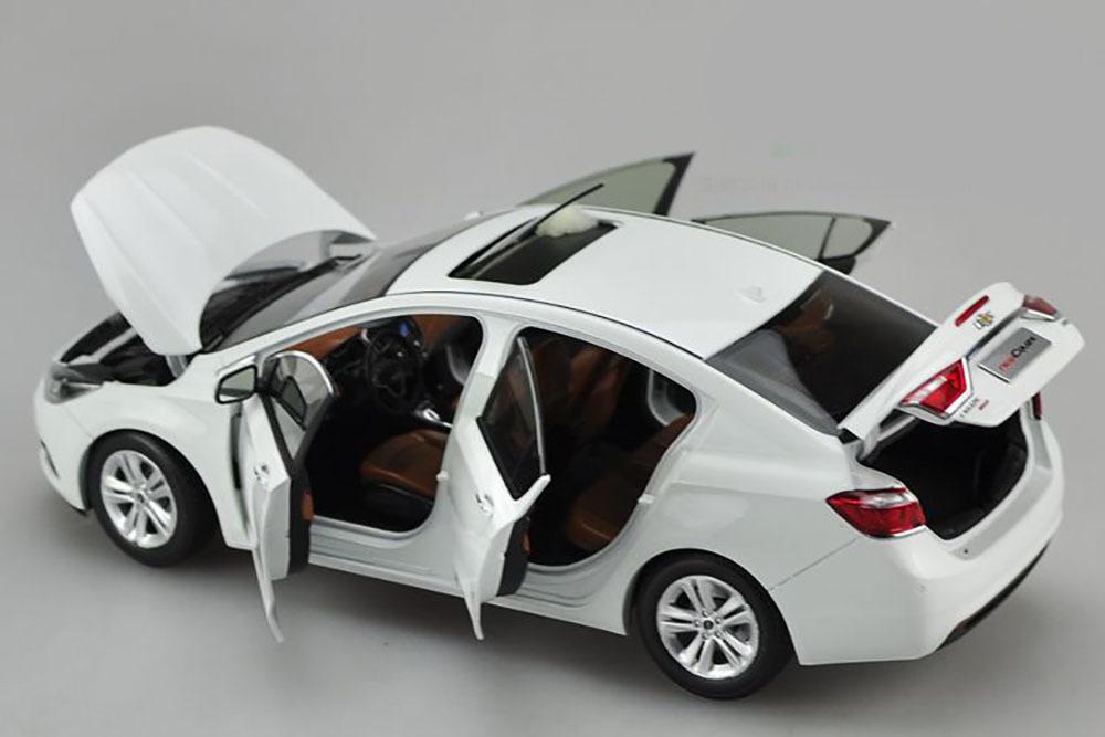 Коллекционная модель CHEVROLET CRUZE 2015 WHITE