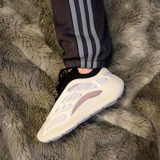 Adidas Yeezy Boost 700 V3 White/Black