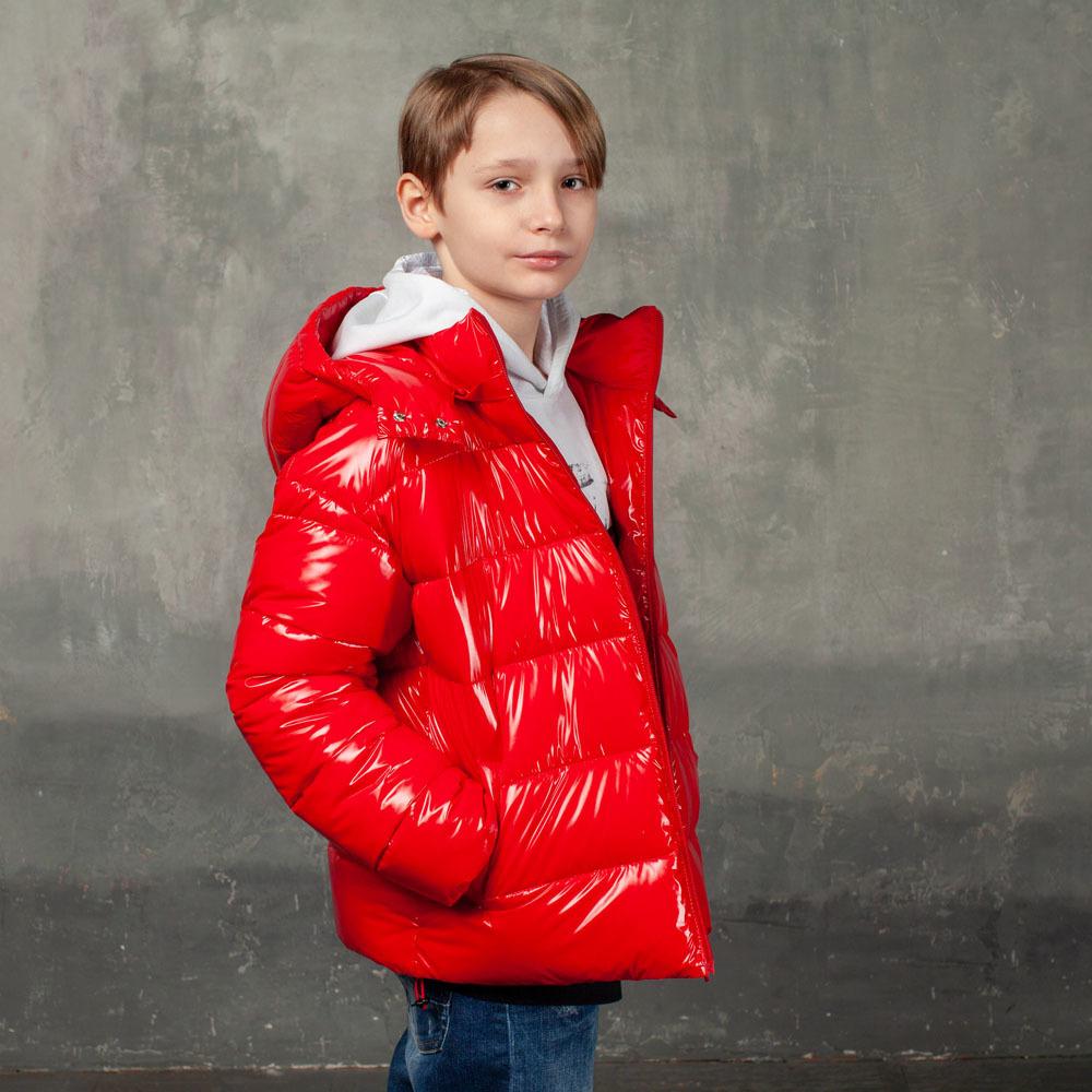 Демісезонна червона куртка на підлітка з лакової плащової тканини