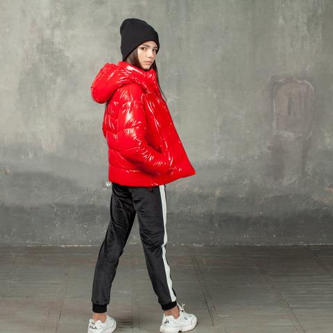 Демисезонная красная куртка на подростка из лаковой плащевки