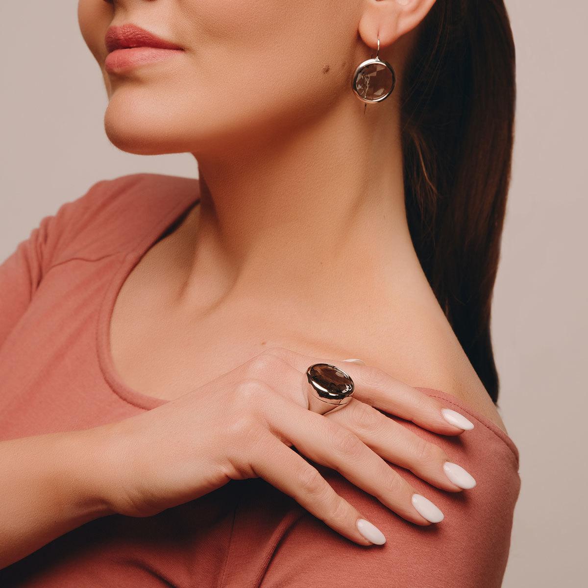 Кольцо с крупным круглым кристаллом (серый)