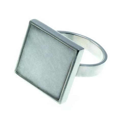 Серебряное кольцо с белым мрамором квадратной формы