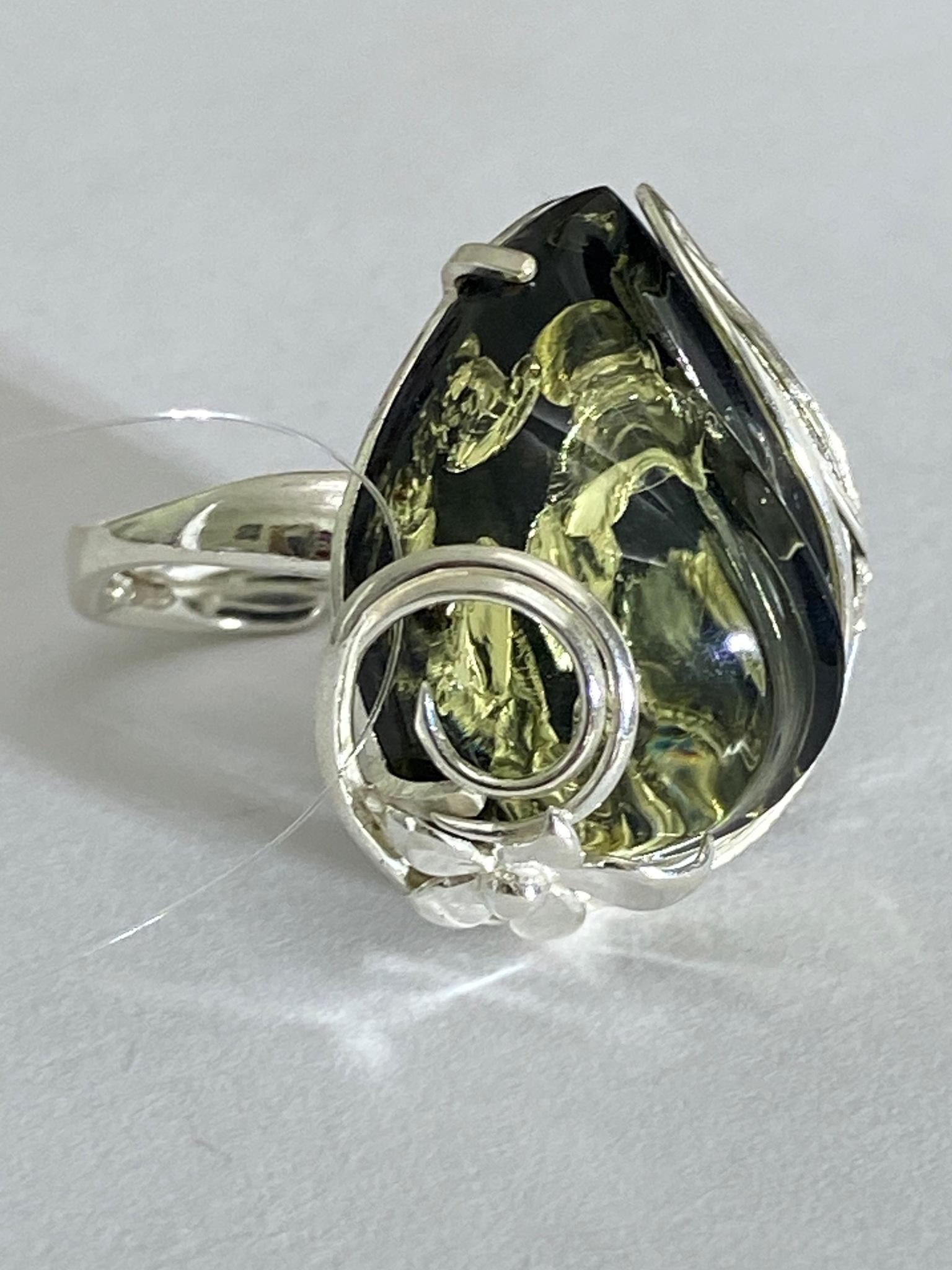 Янтарь зеленый 503 (кольцо из серебра)
