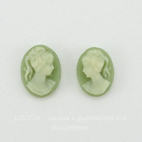 """Камея """"Девушка с хвостиком""""  цвета слоновой кости на зеленом  фоне 8х6 мм, пара ()"""