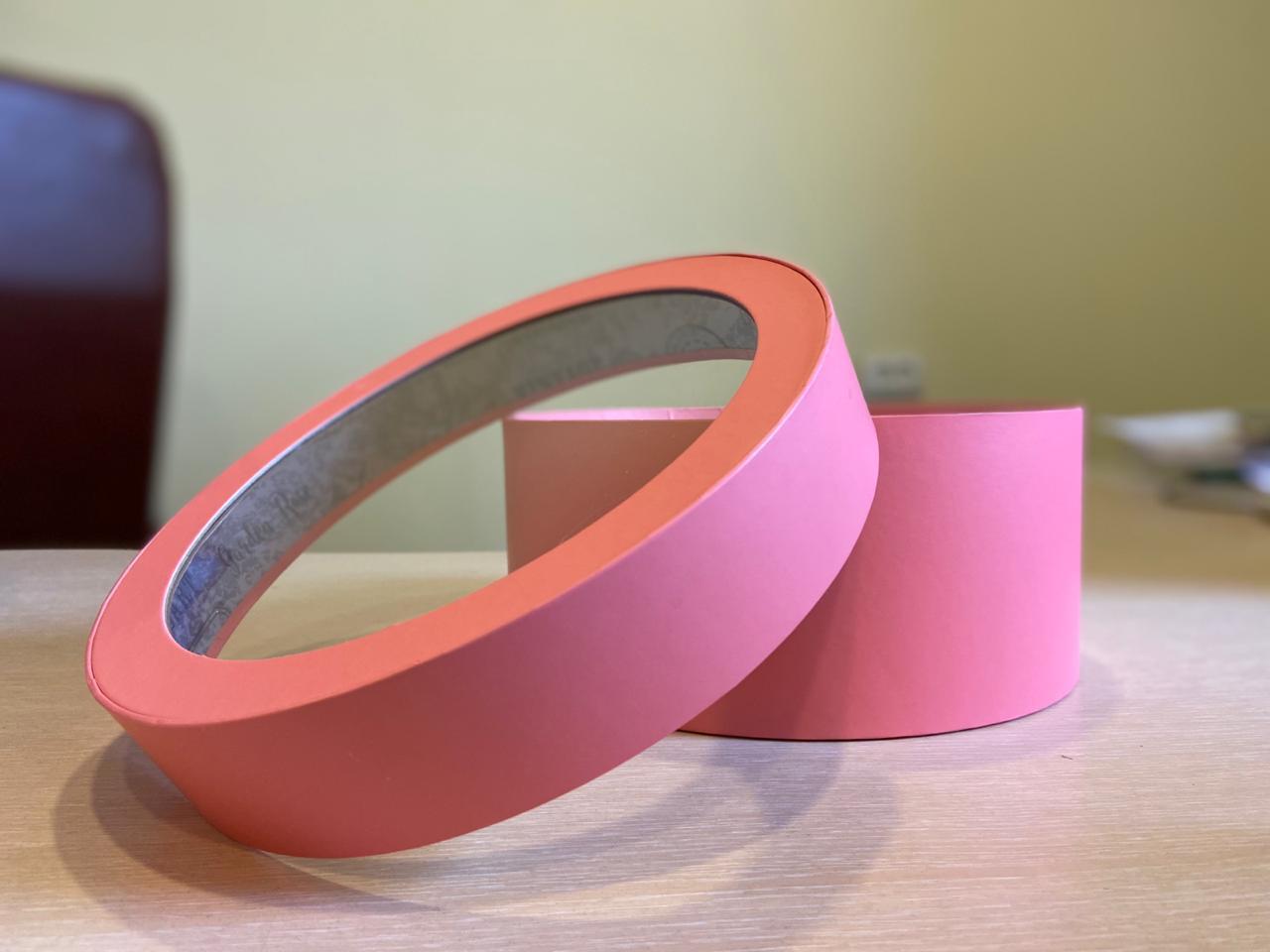 Короткая коробка с прозрачной крышкой 40см х 15 см Цвет; Розовый   . Розница 600 рублей