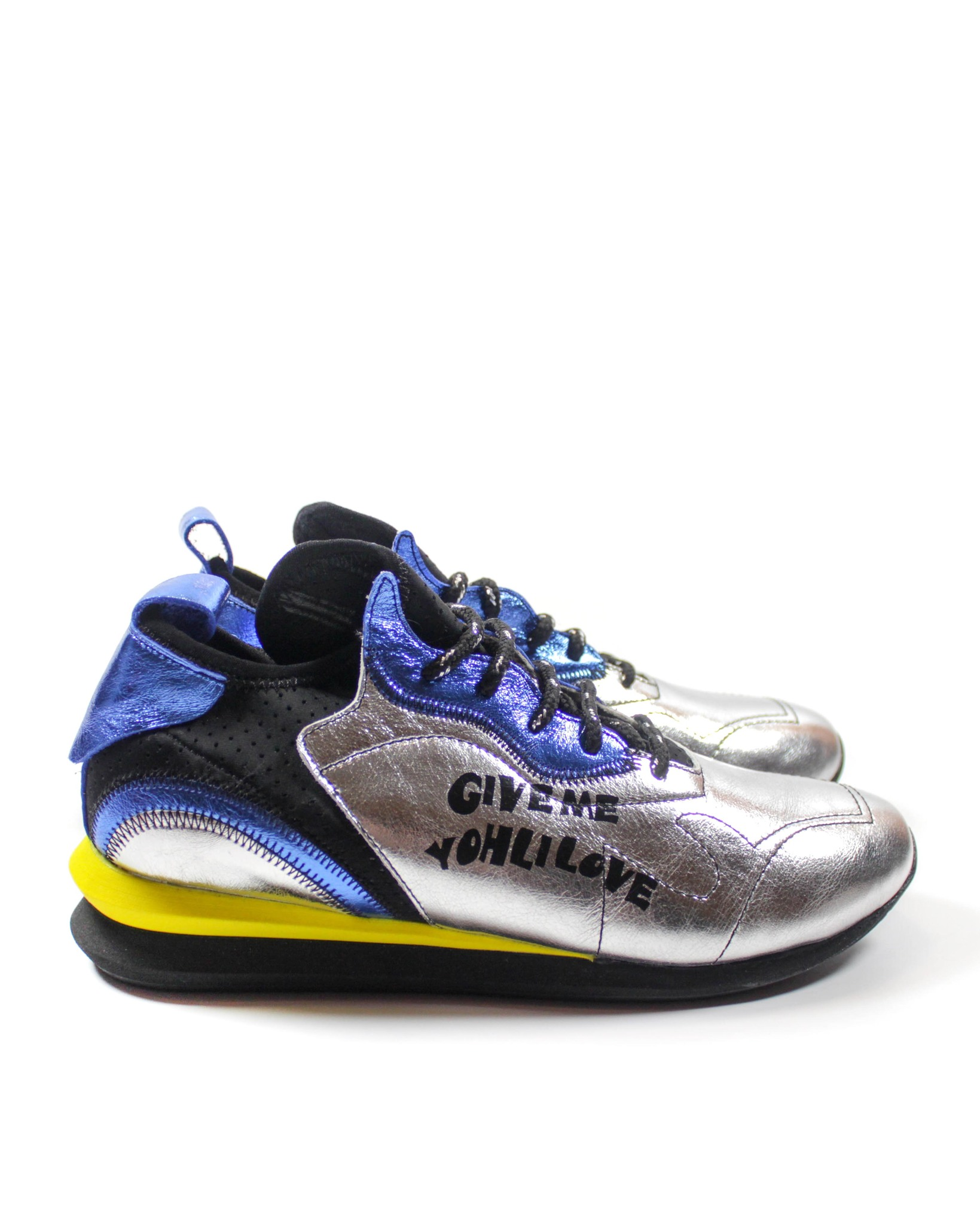яркие кроссовки N55