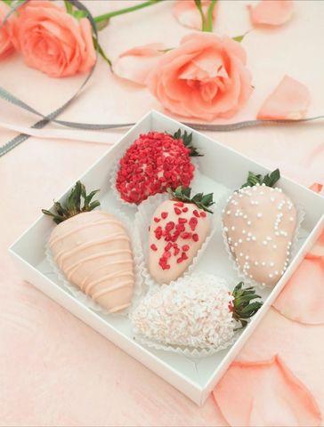 Little surprise (клубника в розовом бельгийском шоколаде 5 шт)
