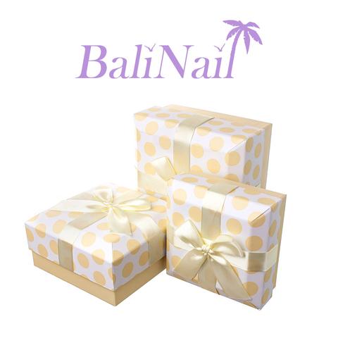 Коробка подарочная квадратная с бантом, 14x14x6,5см, белый/кремовый/горох