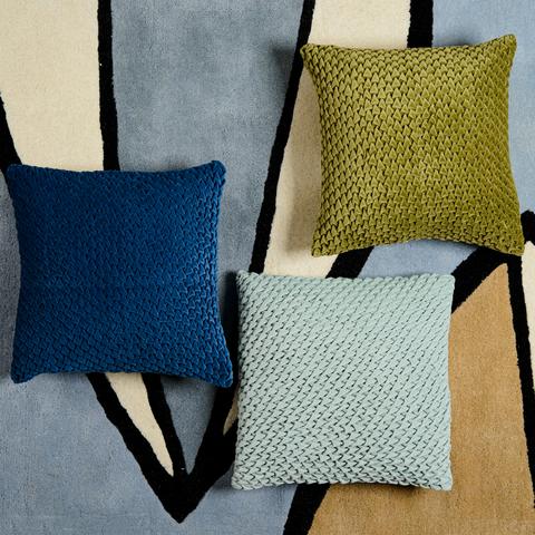 Подушка декоративная стеганая из хлопкового бархата темно-синего цвета из коллекции Essential, 45х45