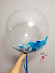 Прозрачный шар с перьями